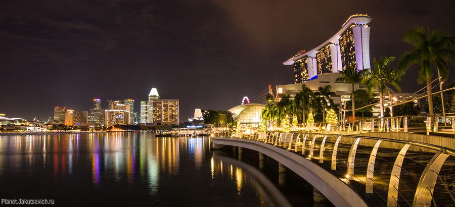 Отель с бассейном на крыше Marina Bay Sands в ночном Сингапуре