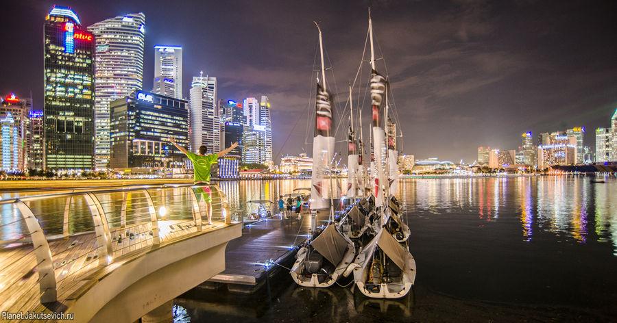 Фото на память в ночном Сингапуре