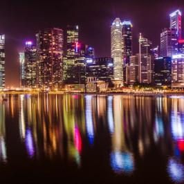 Ночной Сингапур: отель Marina Bay Sands с бассейном на крыше