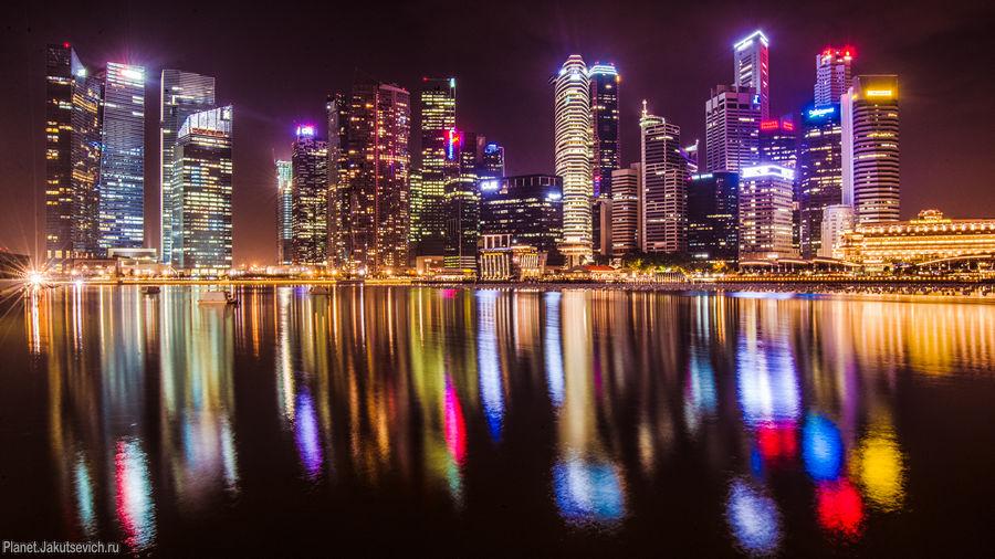Огни ночного Сингапура - вид с набережной отеля Marina Bay Sands