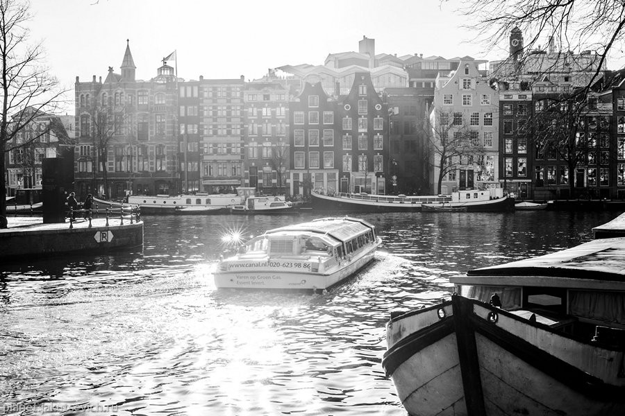 15_Amsterdam-black-white-day-dec-2012