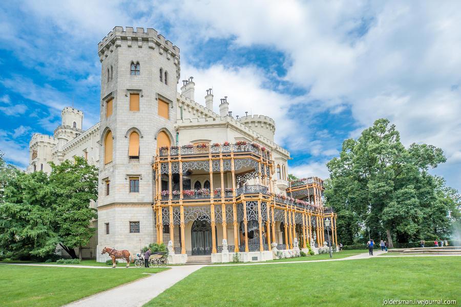 Замок Глубока над Влтавой летом