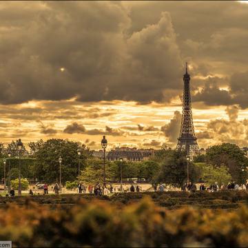 Фотографии майского Парижа