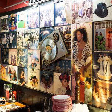 Ресторан T.G.I. Friday's: лучшие стейки в Праге