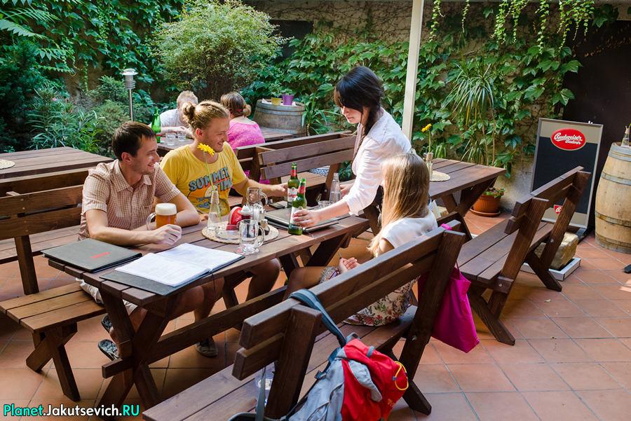 Restoran-v-Prage-Mon-Ami-01