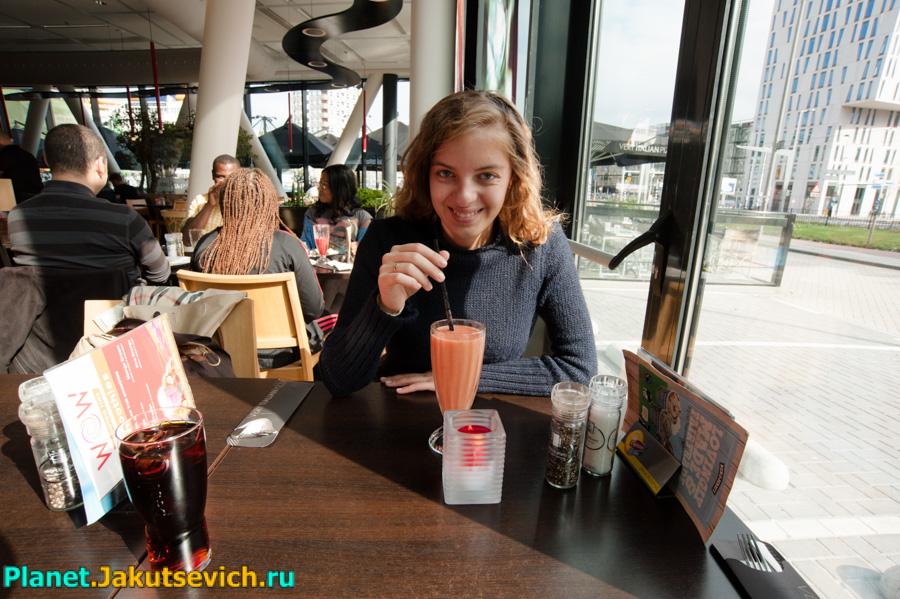 Яна в итальянском ресторане