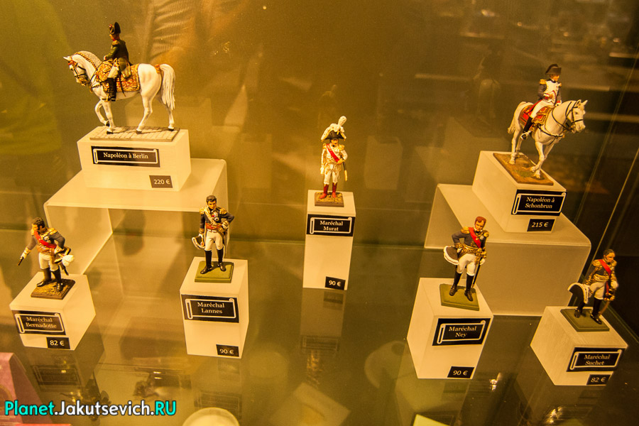 коллекционные фигурки игрушечных солдатиков