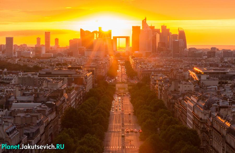 невероятно красивый закат в Париже