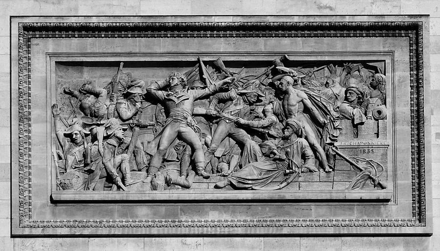 Символичные изображения уходящей французской армии